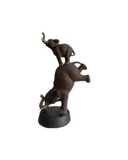Elefante e Filho Equilibrista