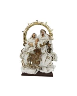 Sagrada Família com arco e lanterna e vestes em branco natural e dourado